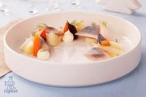 ZIGMO silkė su virtomis daržovėmis ir krienų su majonezu padažu